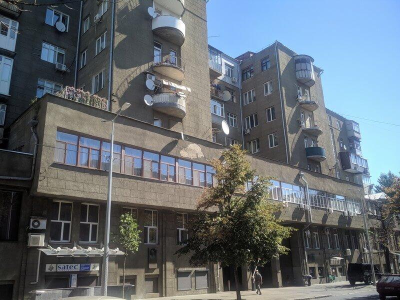 Будинок ЖБК ім. Дзержинського з магазином